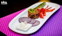 Tatár bifsztek klasszikus ízesítéssel és friss zöldségekkel a Nika Étteremben!